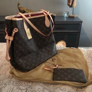 Louis Vuitton purse with wallet and dust bag